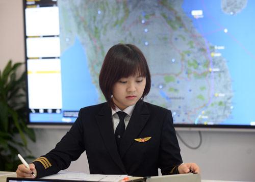 Cô gái Sài thành trở thành nữ phi công trẻ tuổi nhất VN - 8