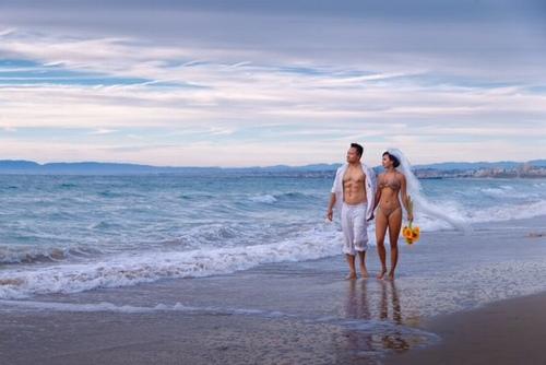 """""""Người tình"""" sexy nhất của Lý Hùng táo bạo mặc bikini chụp ảnh cưới - 1"""