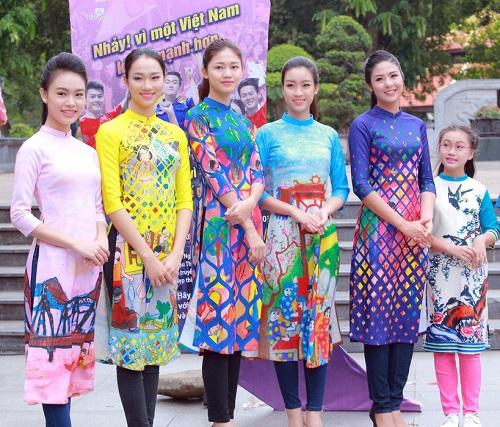 HH Ngọc Hân, Mỹ Linh ra phố nhảy flashmob cực sung - 9