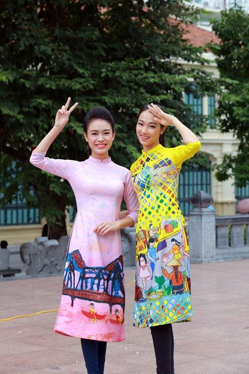 HH Ngọc Hân, Mỹ Linh ra phố nhảy flashmob cực sung - 12