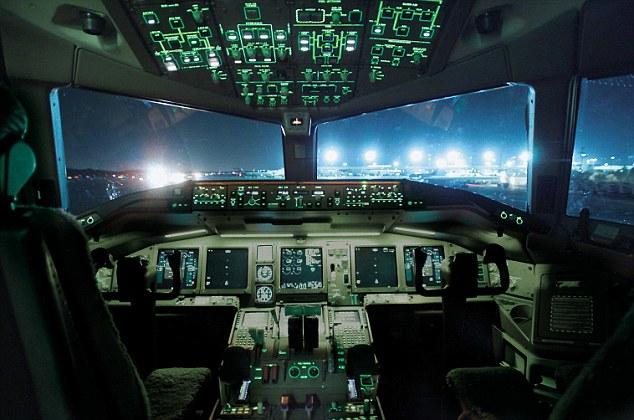 Anh: Đình chỉ phi công chụp ảnh thủ dâm ở độ cao 11 km - 2