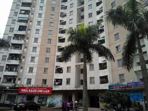 Hà Nội: Rơi từ tầng 11 chung cư, bé trai 8 tuổi tử vong - 1