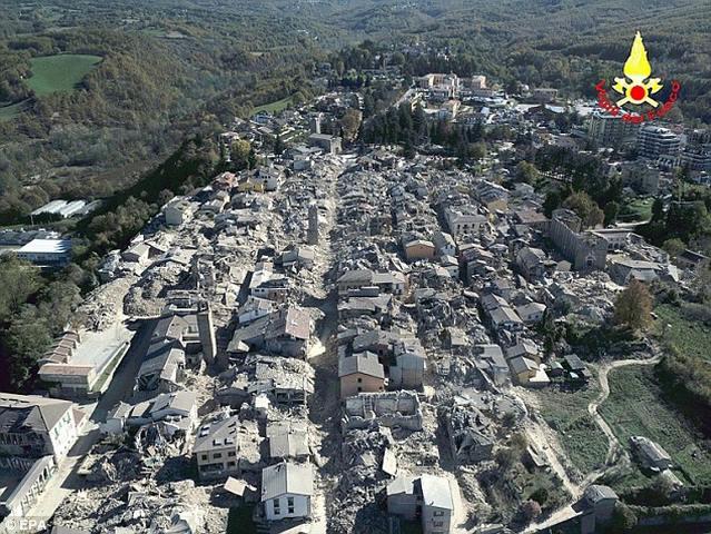 Tháp đồng hồ Ý 700 tuổi trụ vững qua 2 trận động đất mạnh - 3