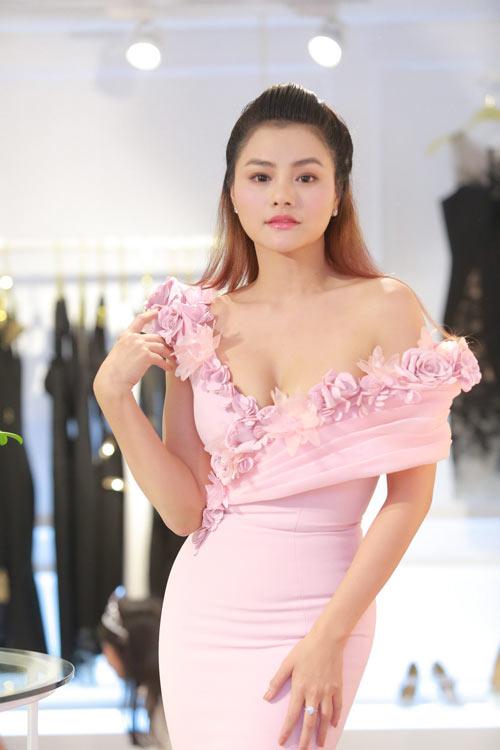 Vũ Thu Phương khoe thềm ngực đầy quá sexy với váy trễ - 6
