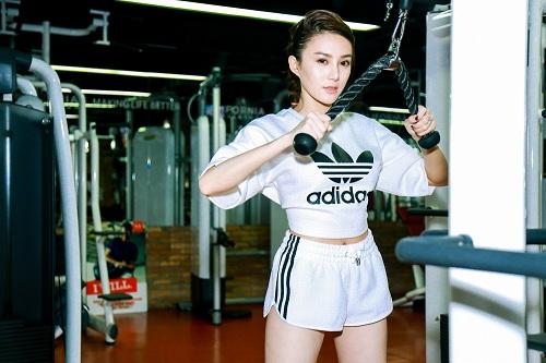 Chân dài  Lê Hà The Face lộ ảnh tập gym căng nuột - 2