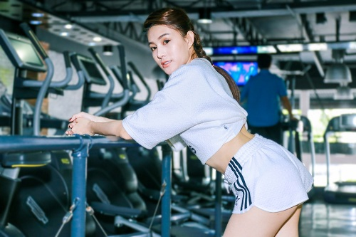 Chân dài  Lê Hà The Face lộ ảnh tập gym căng nuột - 8