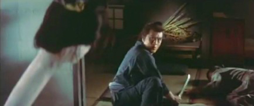 """Kinh hãi với """"thiếu phụ cổ dài"""" nổi tiếng trong phim Nhật - 4"""