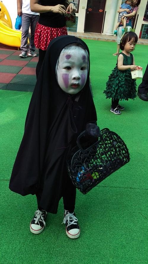 Dân mạng thế giới truy lùng cô nhóc nổi nhất mùa Halloween - 1