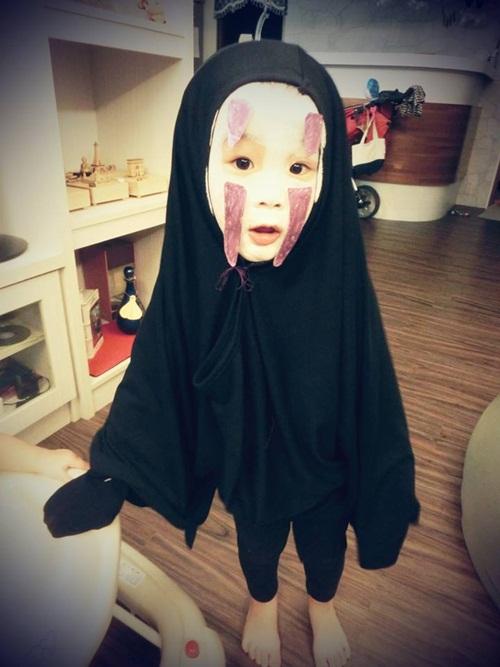 Dân mạng thế giới truy lùng cô nhóc nổi nhất mùa Halloween - 3