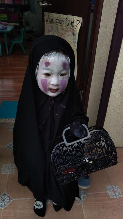 Dân mạng thế giới truy lùng cô nhóc nổi nhất mùa Halloween - 8