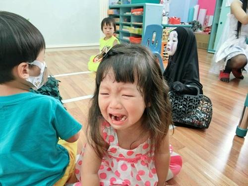Dân mạng thế giới truy lùng cô nhóc nổi nhất mùa Halloween - 9