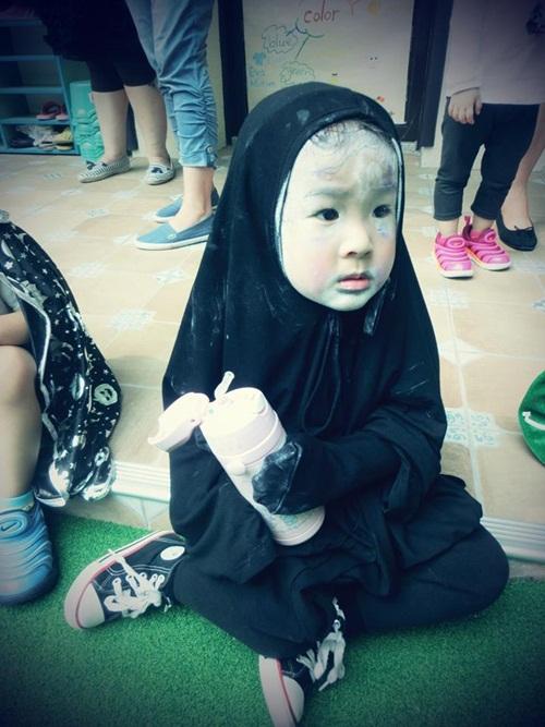 Dân mạng thế giới truy lùng cô nhóc nổi nhất mùa Halloween - 11