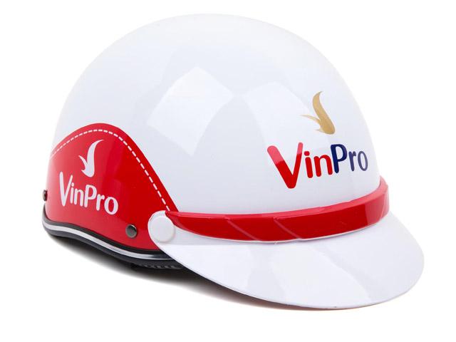 Vinpro tặng 4.200 mũ bảo hiểm cho chủ thẻ Vingroup Card - 4