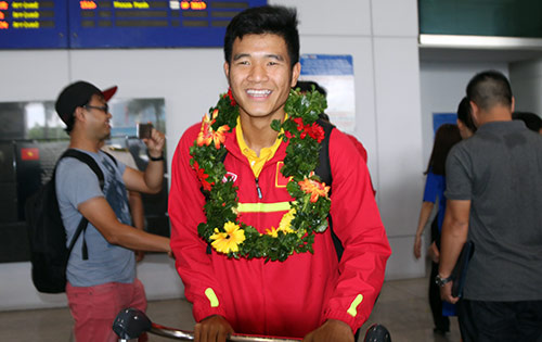 """U19 Việt Nam với kỳ tích World Cup """"đại náo"""" Tân Sơn Nhất - 2"""