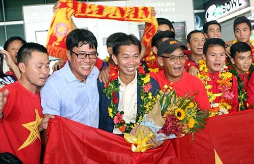 """U19 Việt Nam với kỳ tích World Cup """"đại náo"""" Tân Sơn Nhất - 7"""