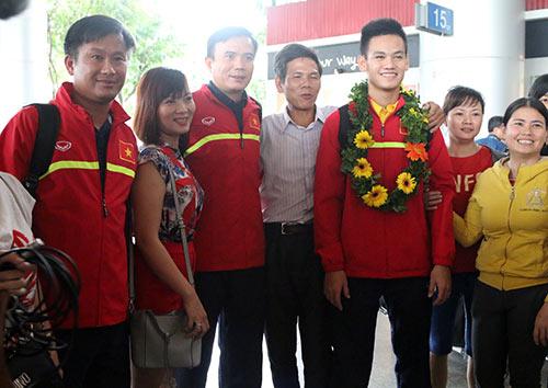 """U19 Việt Nam với kỳ tích World Cup """"đại náo"""" Tân Sơn Nhất - 9"""