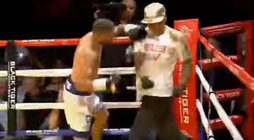 Boxing: Knock-out trò, cáu tiết tẩn luôn thầy - 1