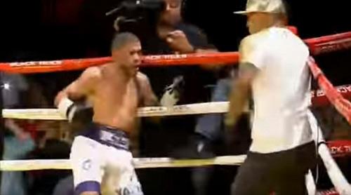 Boxing: Knock-out trò, cáu tiết tẩn luôn thầy - 3