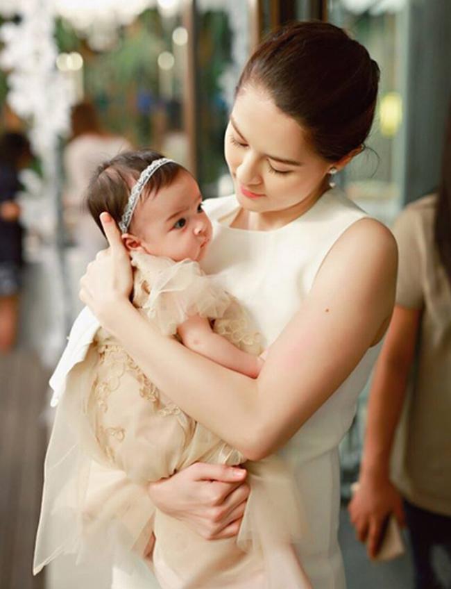 Vì thế, cuộc sống hiện tại của Marian trở thành chủ đề của người hâm mộ. Được biết, hiện cô  tập trung vào việc chăm sóc cô con gái bé nhỏ, đồng thời vẫn tham gia thường xuyên vào các hoạt động của làng giải trí.