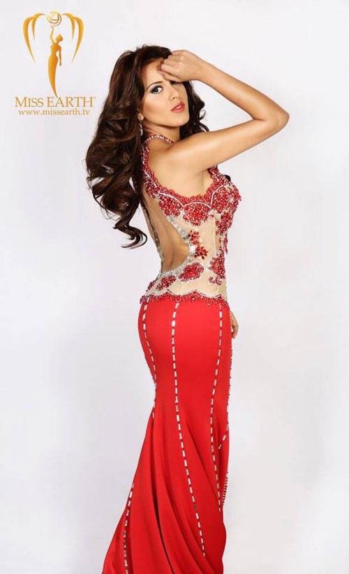 Ngắm đường cong nóng bỏng của Tân Hoa hậu Trái Đất - 4