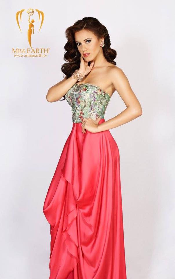 Ngắm đường cong nóng bỏng của Tân Hoa hậu Trái Đất - 2