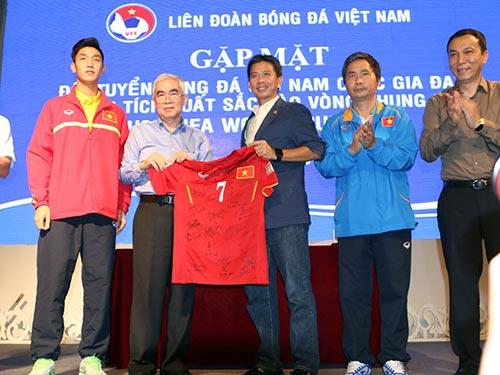 U19 VN nhận 2,3 tỷ tiền thưởng, HLV Tuấn từng bị đòi sa thải - 1