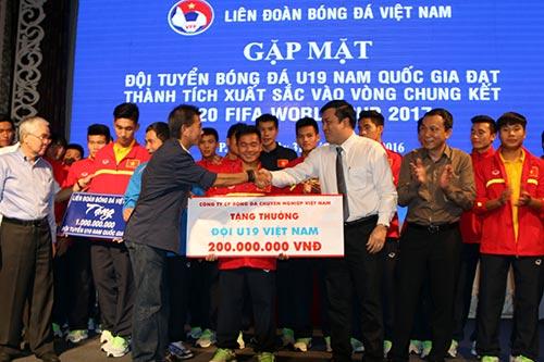 U19 VN nhận 2,3 tỷ tiền thưởng, HLV Tuấn từng bị đòi sa thải - 2