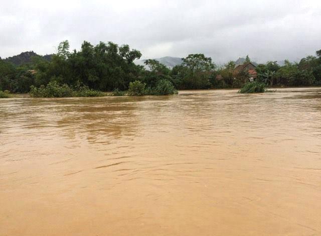 Thủy điện Hố Hô xả lũ, nhiều xã ở Hà Tĩnh lại ngập nặng - 1