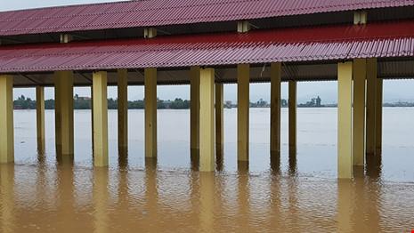 Lũ trên sông Gianh đang nhấn chìm hàng ngàn ngôi nhà - 5