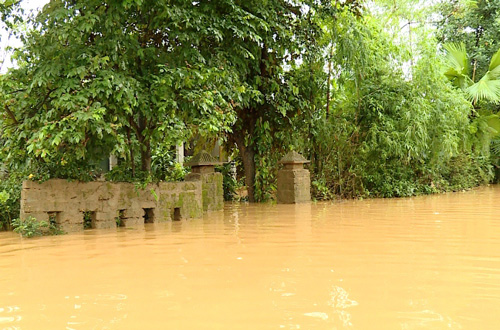 Quảng Bình: Lũ chồng lũ, làng mạc chìm trong biển nước - 1