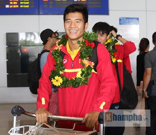 SAO U19 Việt Nam kể chuyện ăn mì tôm, tiêu tiền thưởng lớn - 1