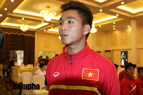 SAO U19 Việt Nam kể chuyện ăn mì tôm, tiêu tiền thưởng lớn - 3