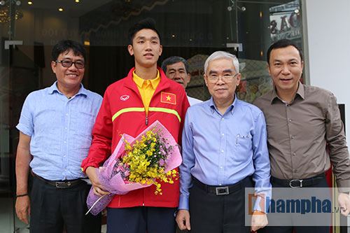 SAO U19 Việt Nam kể chuyện ăn mì tôm, tiêu tiền thưởng lớn - 2
