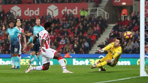 Stoke City - Swansea: Phản lưới nhà và cú đúp - 1