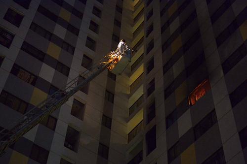 HN: Cháy chung cư cao tầng, dân tháo chạy trong đêm - 1