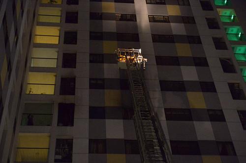 HN: Cháy chung cư cao tầng, dân tháo chạy trong đêm - 3