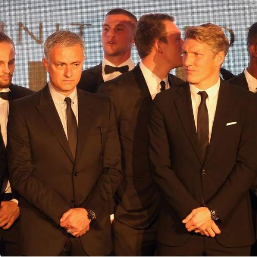 MU: Schweinsteiger vui mừng, Mourinho lo ngay ngáy - 4