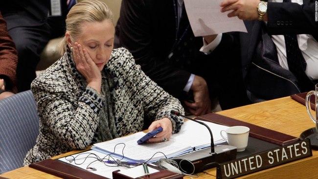 Bị FBI điều tra sát bầu cử, bà Clinton vẫn dẫn điểm Trump - 1
