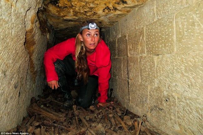 Xuống sâu 150m thám hiểm hầm mộ lớn nhất thế giới ở Pháp - 2