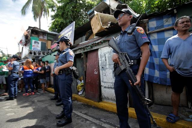 Mỹ ngừng bán 26.000 súng trường cho Philippines - 2