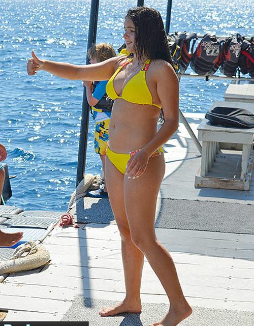 """""""Cô béo đẹp nhất Hollywood"""" lại bị la ó vì mặc hở hang - 11"""