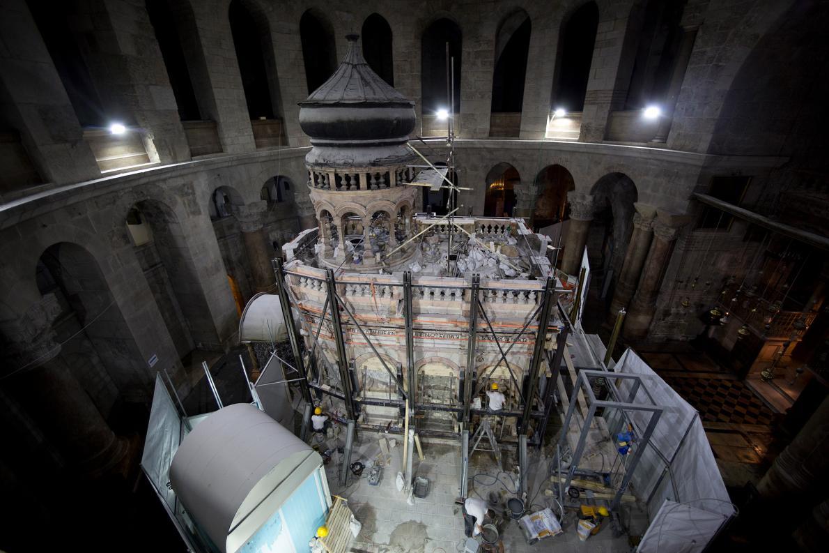 Phát hiện bất ngờ bên trong mộ Chúa Jesus - 1