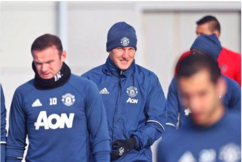 MU: Schweinsteiger vui mừng, Mourinho lo ngay ngáy - 1