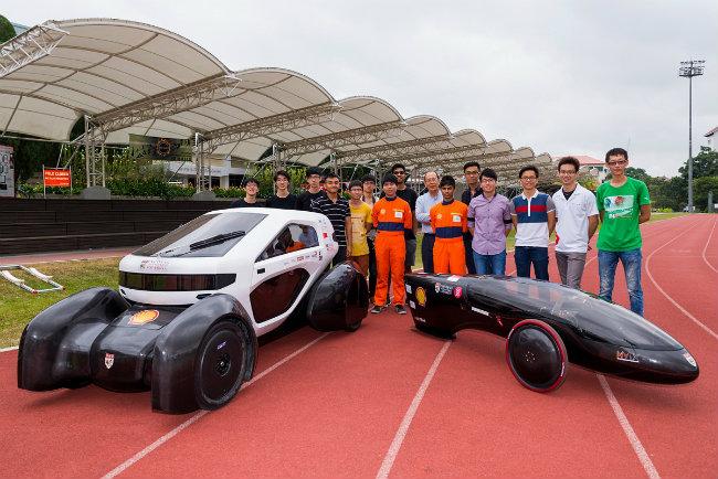 Cả hai đều có khung gầm làm bằng sợi carbon, thân xe được in bằng công nghệ 3D. có các tấm năng lượng mặt trời cung cấp sức mạnh cho động cơ.