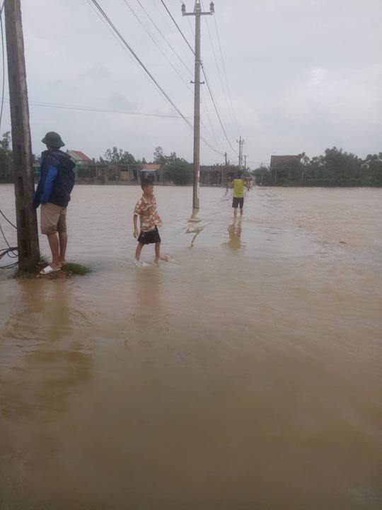 Quảng Bình: Hàng ngàn hộ dân chạy đua tránh lũ - 3