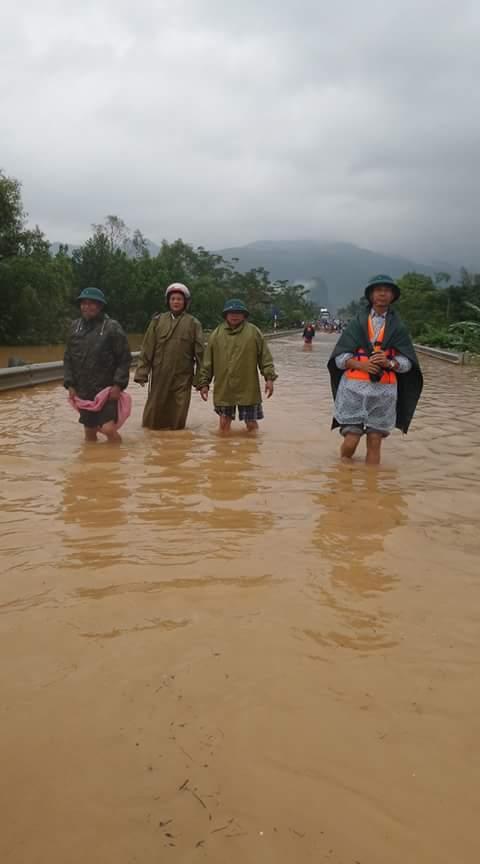Quảng Bình: Hàng ngàn hộ dân chạy đua tránh lũ - 8