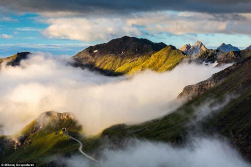 Đắm chìm trong mây gió, cỏ hoa ở cung đường đẹp nhất châu Âu - 12