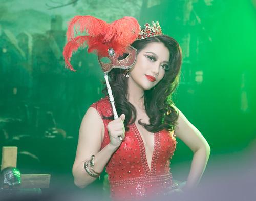 Trương Ngọc Ánh gợi cảm làm bà hoàng trong đêm tiệc - 3