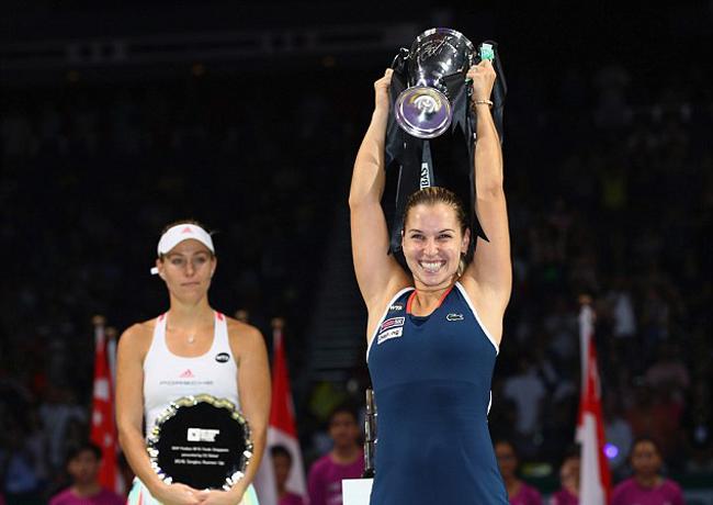 Sau 10 năm dấn thân vào sự nghiệp tennis, tay vợt 27 tuổi người Slovakia - Dominika Cibulkova đã có vinh dự lần đầu tiên được tham dự WTA Finals, giải đấu dành cho 8 tay vợt mạnh nhất năm.