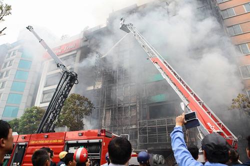 HN: Cháy dữ dội ở quán karaoke trên đường Trần Thái Tông - 4
